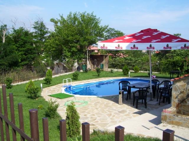 Апартамент в Созопол ,вила Съни Хилс 2 ,двор,басейн
